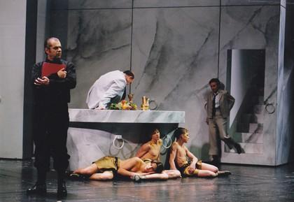 Marmor Bühnenmalerei, tapezierte und bemalte Leinwände, tapeziert, für das Ulmer Theater,  Atelier Werkall,1999
